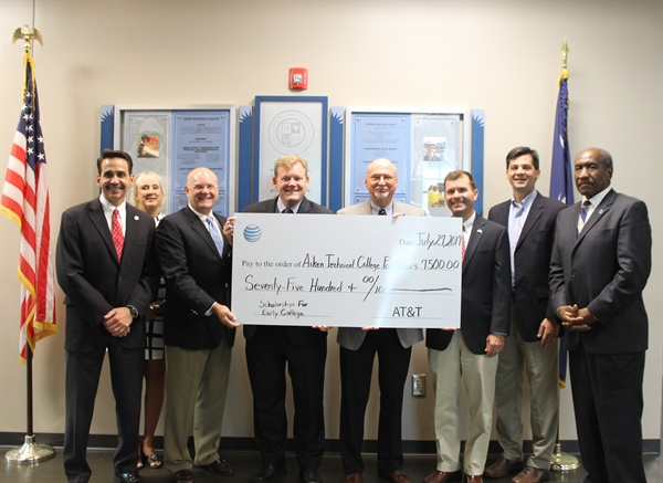 AT&T Awards $7,500 to ATC Foundation for MVHS Early College Program
